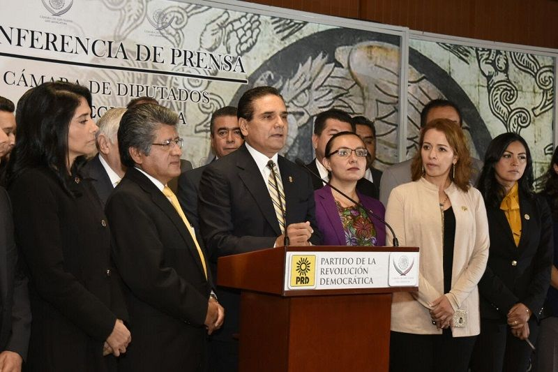 De cara a la próxima discusión del Paquete Fiscal 2017, el gobernador de Michoacán encabeza reunión con las y los diputados de la fracción parlamentaria del PRD en el Congreso ...