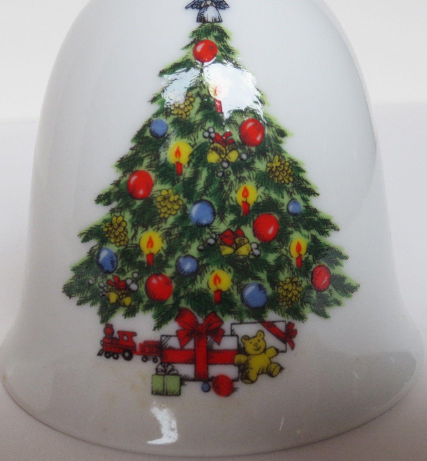 Porcelain & 24 Kt Gold Trim Jamestown China, Christmas Treasure