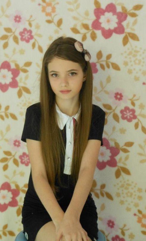 The Smallers • Farrah Fawcett…   Little girl fashion, Kids