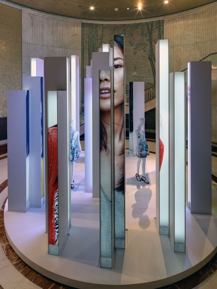 Exhibition Stand For Zara : Zara installation by duccio grassi architects milan