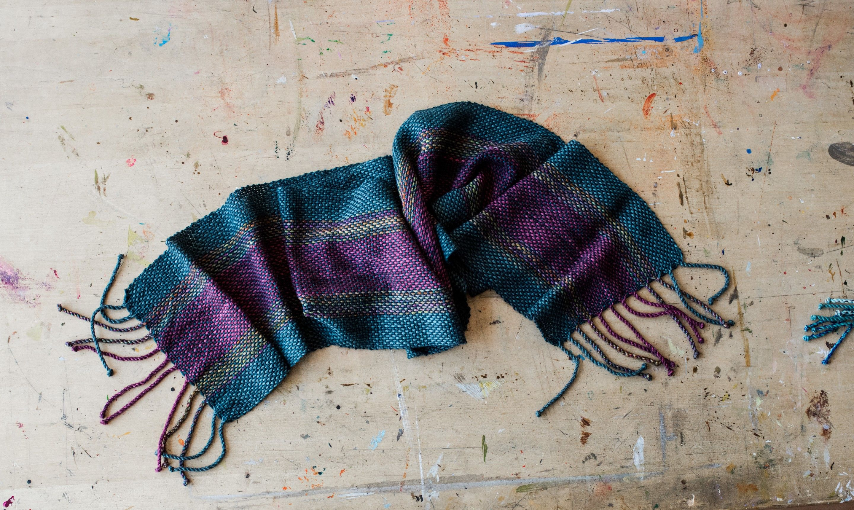 how to weave in ends knitting scarf