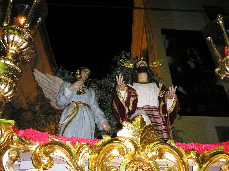 desfile procesional de la cofradía de la oración en el huerto de Martos
