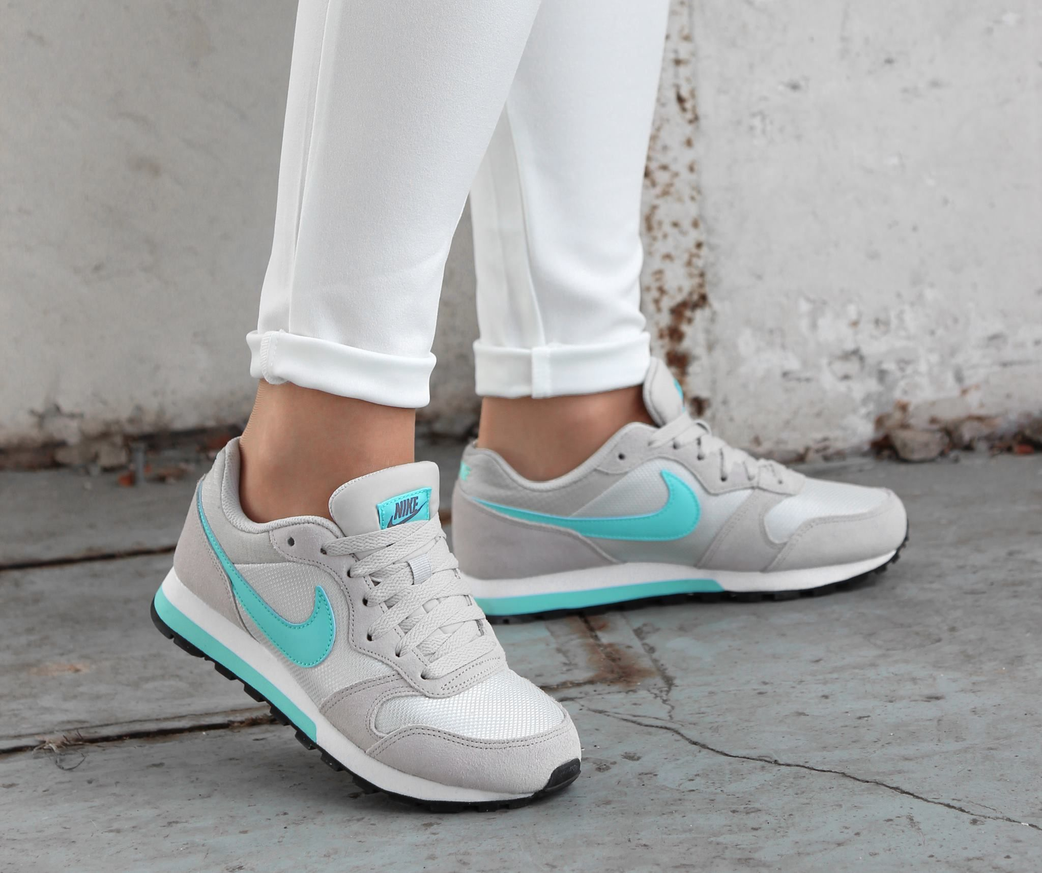 sports shoes 617fd 7cea6 Nike MD RUNNER 2 beige lage sneakers