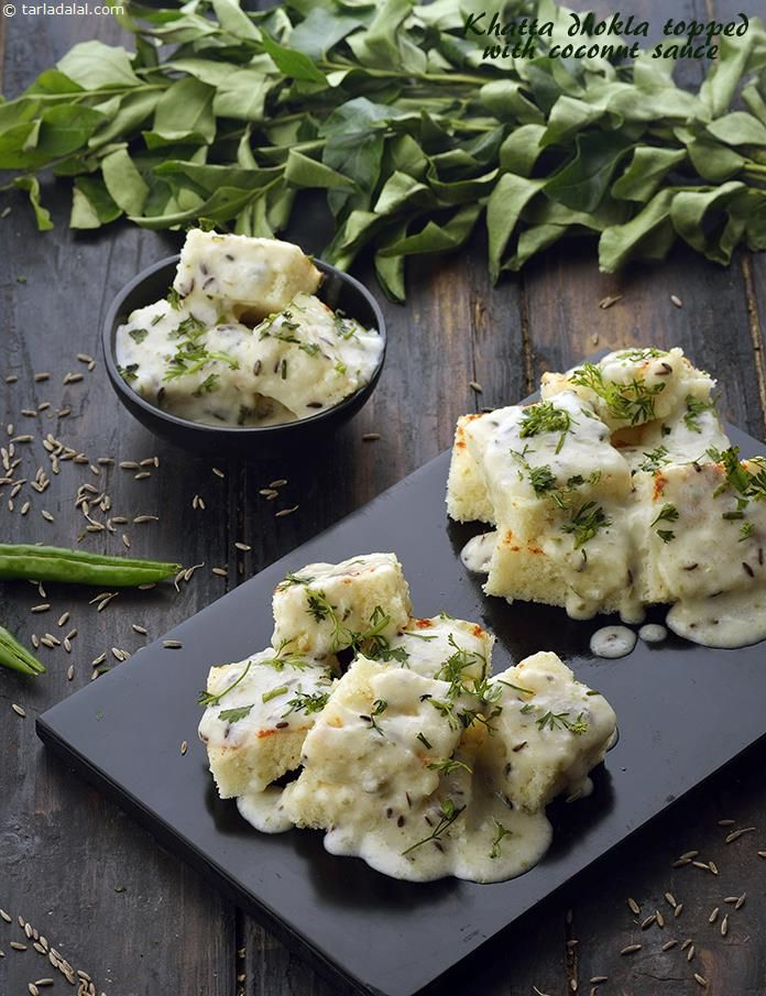 Khatta dhokla topped with coconut sauce recipe coconut sauces khatta dhokla topped with coconut sauce forumfinder Images