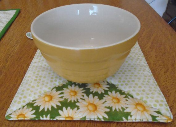 Daisy table runner plus 2 Insul-brite hot pads by MamaJoSews