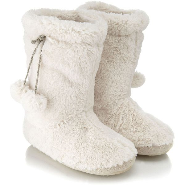 Accessorize Super Soft Boot Slippers (87 SEK) ❤ liked on Polyvore featuring shoes, slippers, boots, pajamas, zapatos and cream