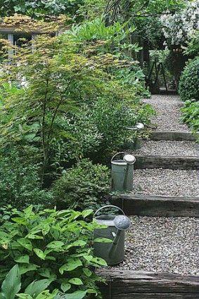 Construire des escaliers en bois   Escaliers, Jardin en pente et ...