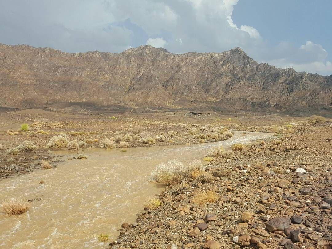 شبكة أجواء عمان حاليا جريان الأودية في لحويل قميراء من الزميل بوتركي G S Chasers Alyasatnet Natural Landmarks Country Roads Instagram