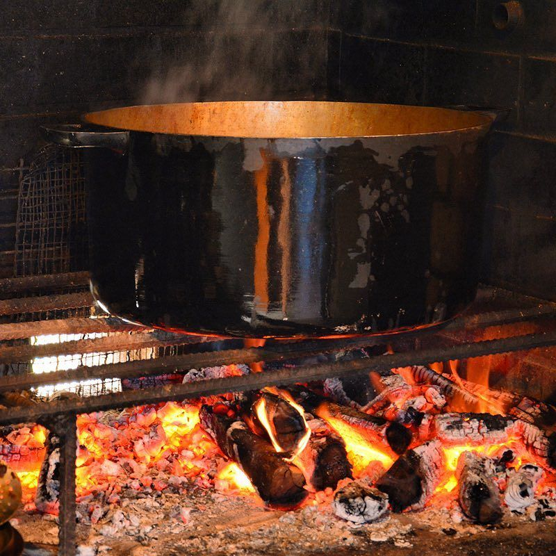 Cuisine Feu De Bois cuisine au feu de bois. #carrypoulet #authentique #gastronomie