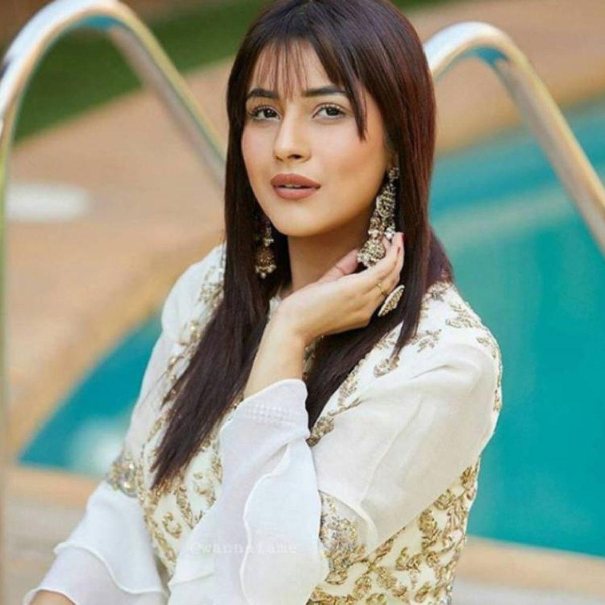 Shehnaaz Gill Claims She Is Not Punjab Ki Katrina Kaif Anymore In A Live Chat But There S A Catch Watch Teenage Girl Photography Ladies Tops Fashion Flower Girl Dresses