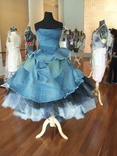 Recycled denim gown - Vestido de pantalones reciclados