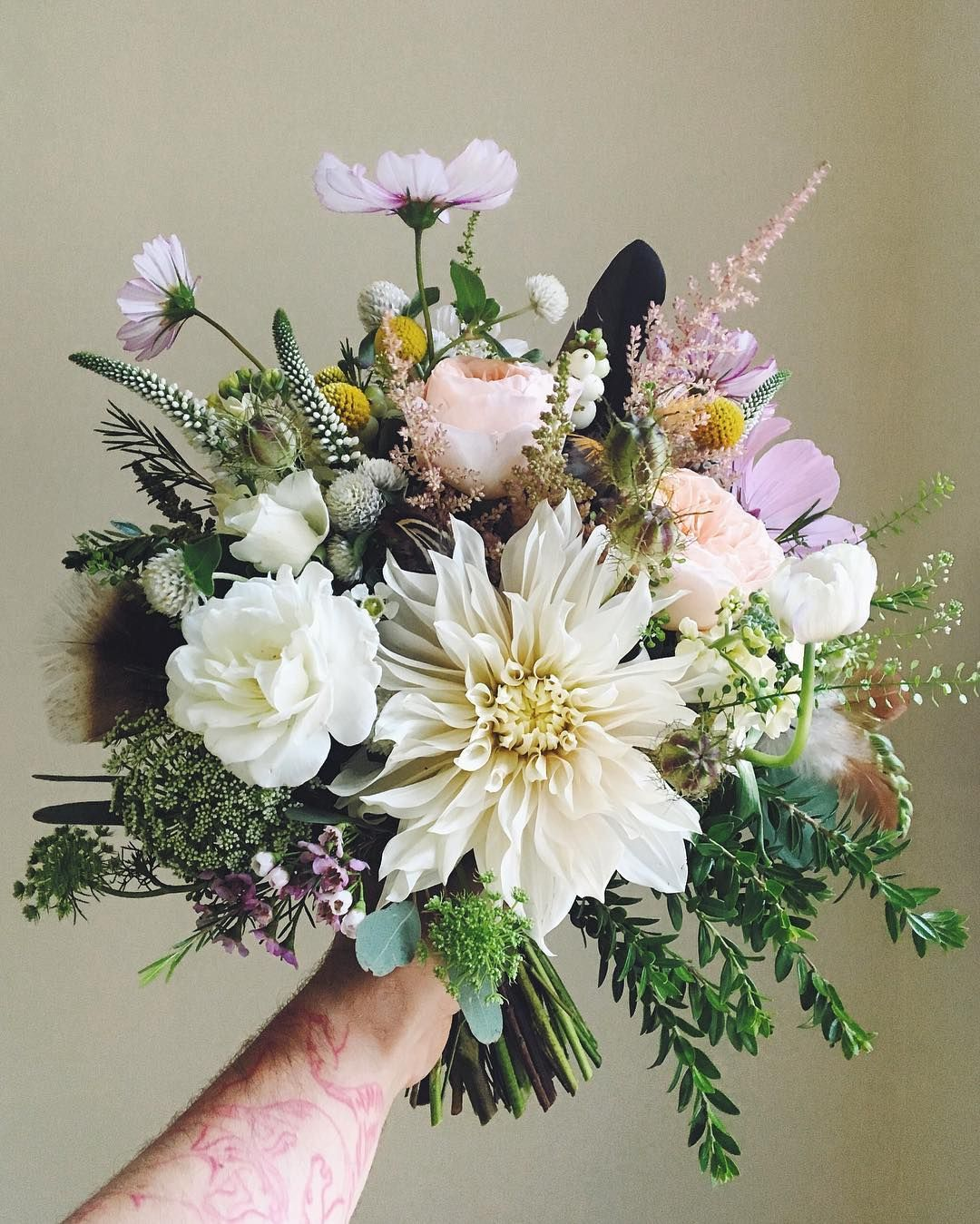 997 Likes 7 Comments Kwiaciarnia Kwiaty Amp Miut Kwiatyimiut On Instagram Kwiatyimiut Kwiatysapiekne Bukiet Floral Wreath Floral Table Decorations