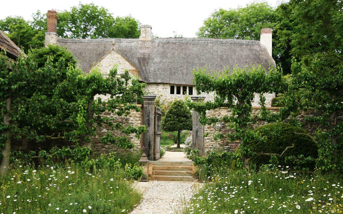 Heuvelachtig Tuin Ontwerp : Eigentijdse borders in klassieke tuinen van arne maynard