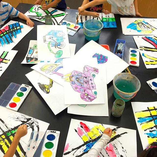 Creating a background for their #cardrawings. #artclass #stilllifedrawing #kindergarten #arteducation