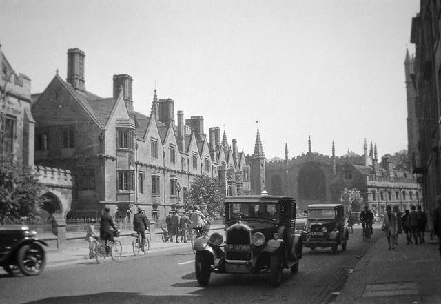 Photographs of England from the 1920s-30s - Magdalen College, Oxford