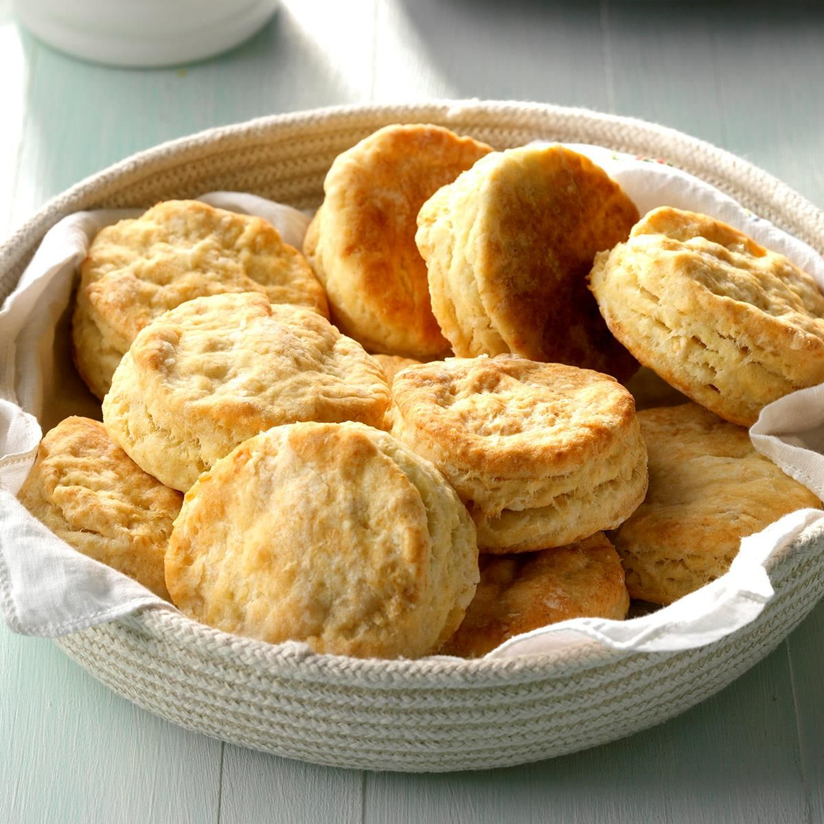 Mom S Buttermilk Biscuits Recipe Cracker Barrel Copycat Recipes Buttermilk Biscuits Recipe Biscuit Recipe