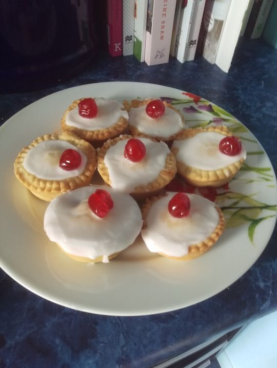 (Please note this is not the fables Bakewell Pudding I mentioned earlier, different things.) Very little preamble here, these are just some very sweet and very tasty tarts! I hope to see you under the...