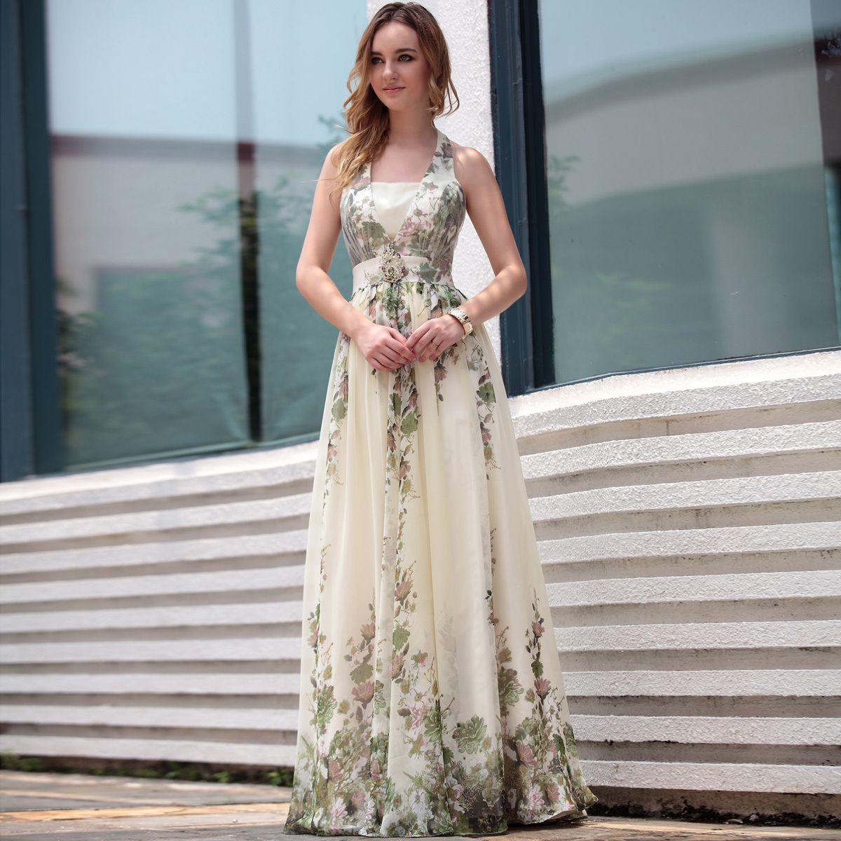 in the market you will come across so many types of wedding dresses which have bohemian