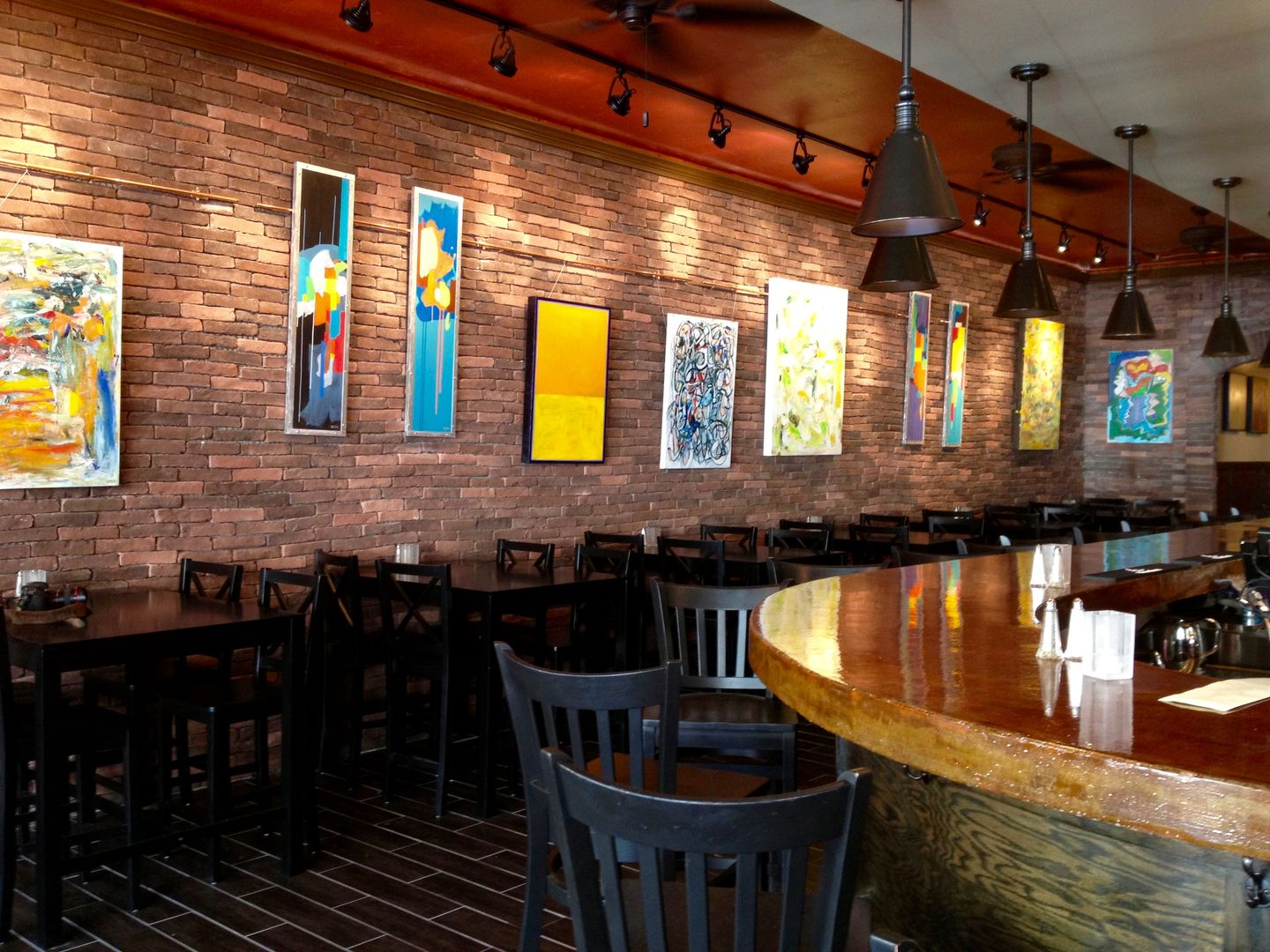 castiglia's part 2 italian restaurant bar area, faux brick wall
