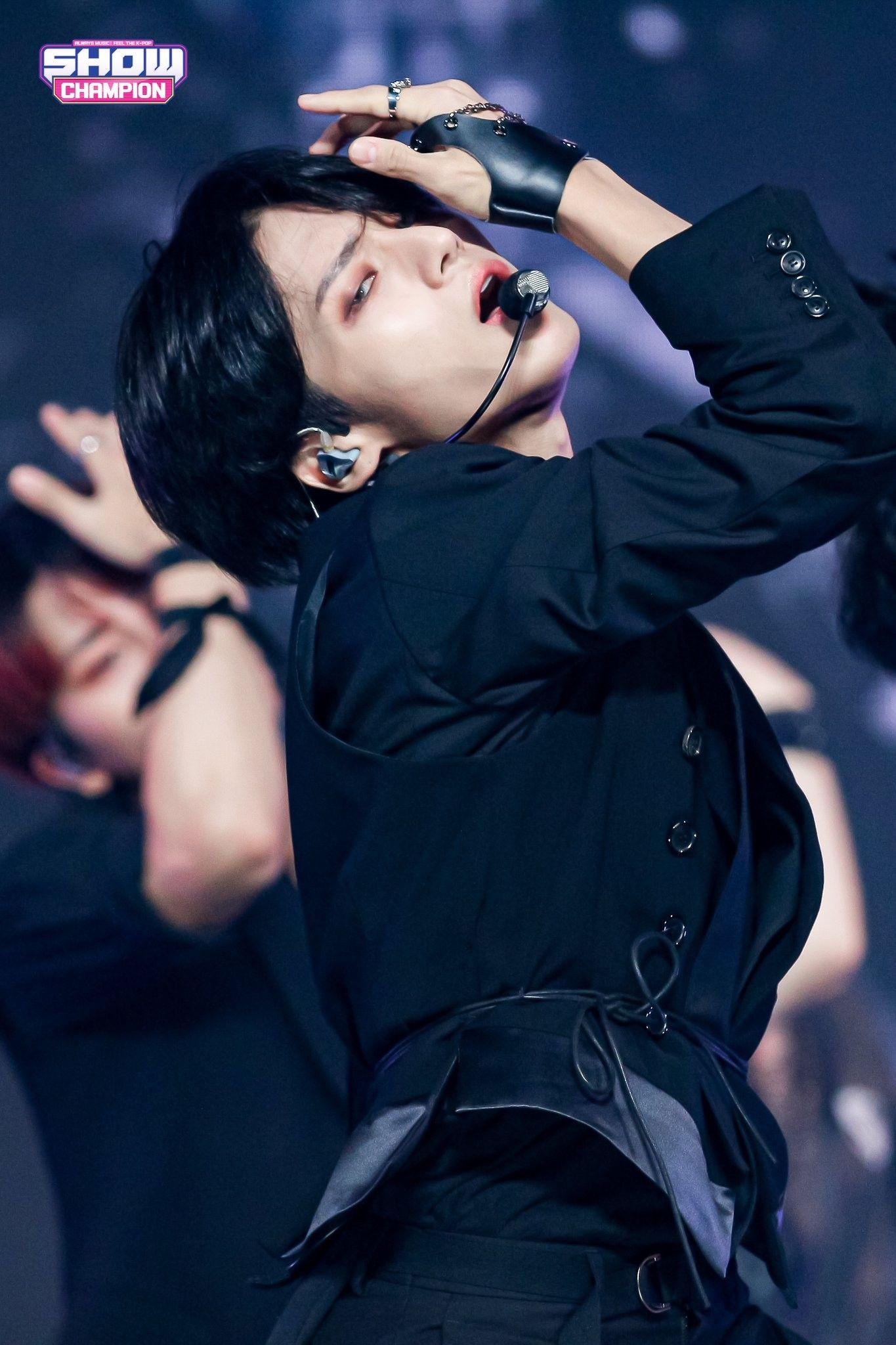 Pin By Maryann Kumari On Ateez In 2020 Woo Young Jung Woo Young Asian Boy Band