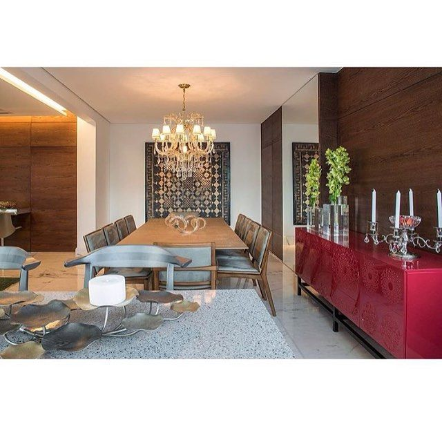 Sala de jantar por Myrna Porcaro Belo Horizonte | MG _  #decor #decoracao #detalhes #details #desing #designinteriores #decoration #decorating #style #furniture #home #homedecor #homedecoration #homedesing #homestyle #interior #interiordesing #inspiration #inspiração #ideias #instaarch #instadecor #instamood #instadesign #instagood #instahome #arquitetura #architecture #escultura.