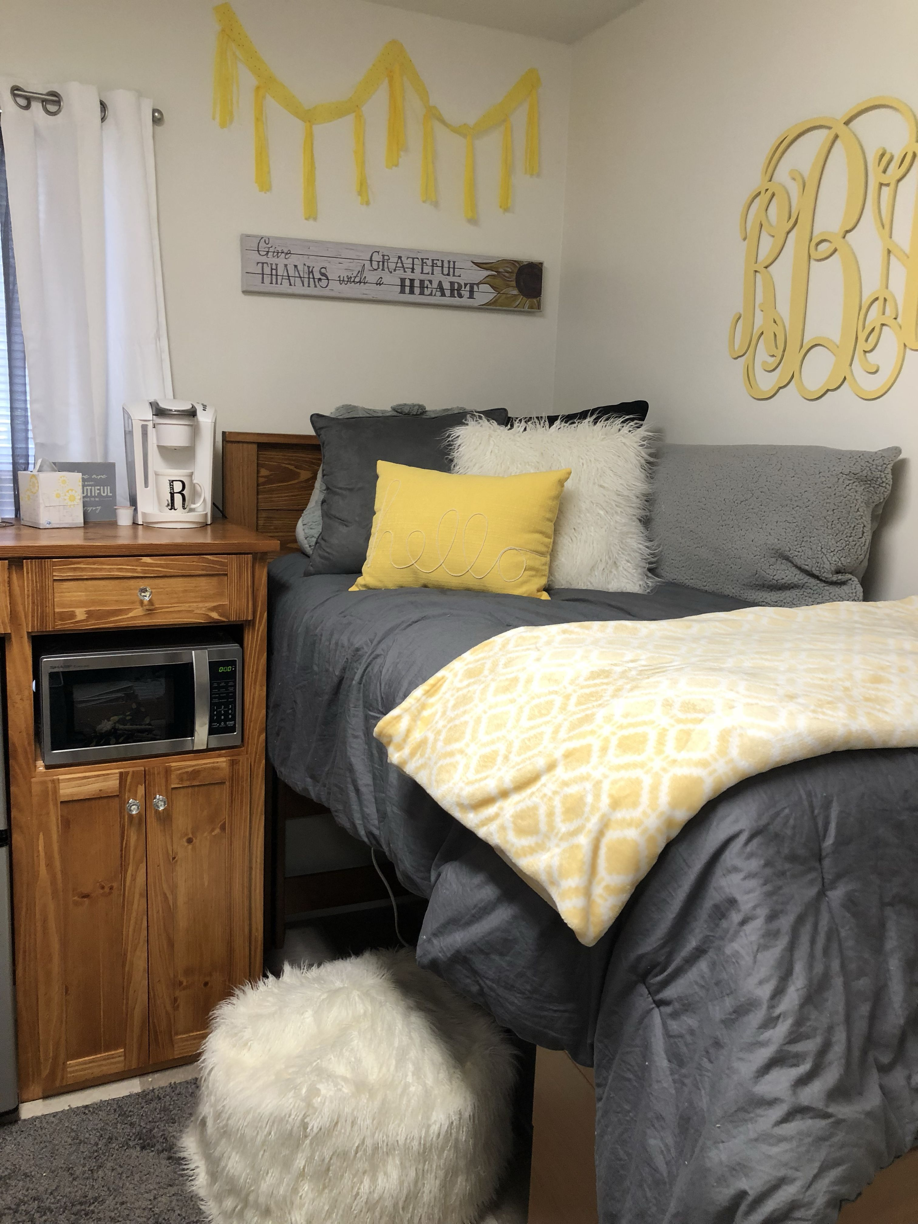 28 Amazing Design Yellow And Grey Dorm Decor #collegedormroomideas