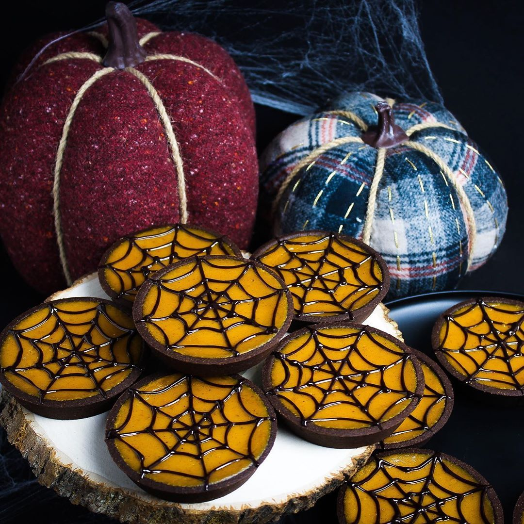 Happy Halloween Month from Smooch! Our spooky Pumpkin Spice Spider tarts are out! Order from our website for your Halloween event. __________
