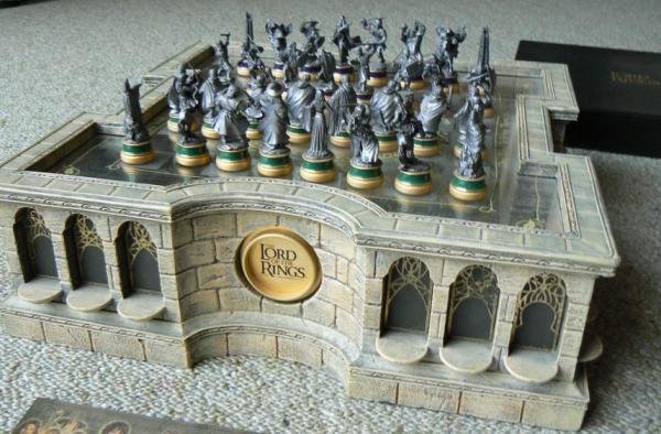 Noble collection newline entertainment lord of the rings chess set