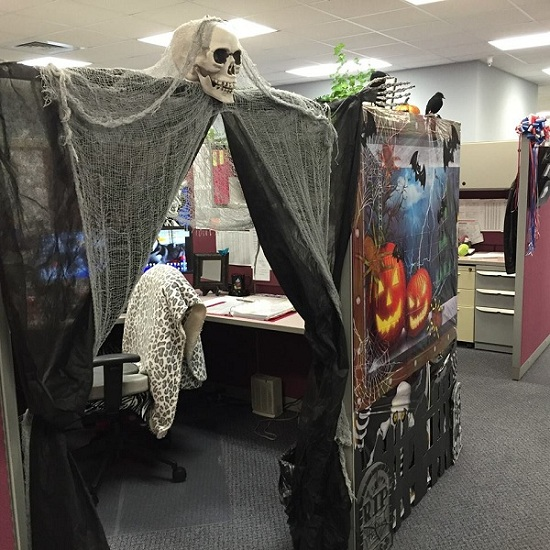 55 Best Halloween Cubicle Ideas Worth Replicating At Your Office Halloween Cubicle Cubicle Halloween Decorations Office Halloween Decorations