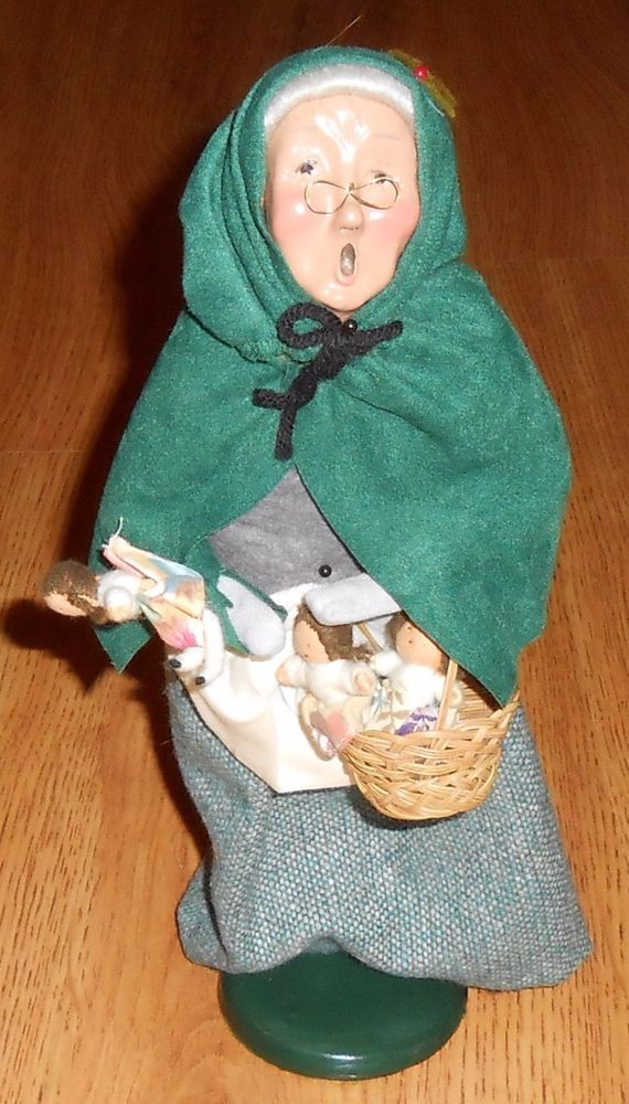 Byers Choice Carolers 1995 Cries of London Lady Basket Dolls