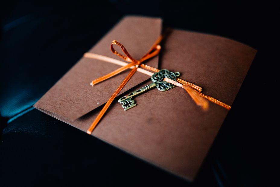 Steampunk Wedding - invitation - key - brown orange  www.inkaenglisch.de