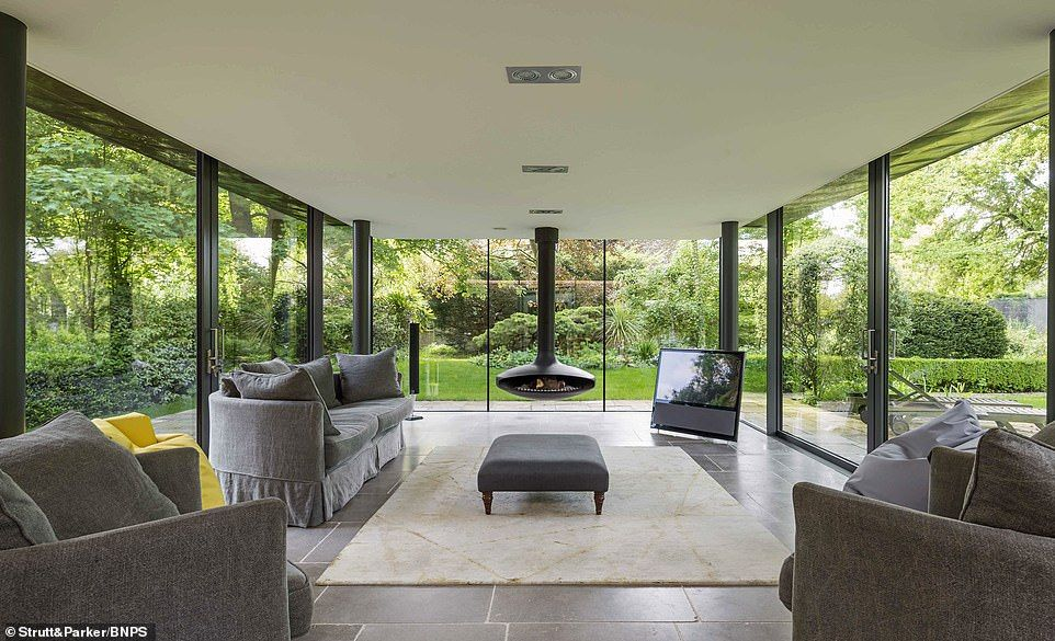 Stunning Georgian Six Bed Home With Modern Twist Hits Market At 2 65m House Built House Design Family Room