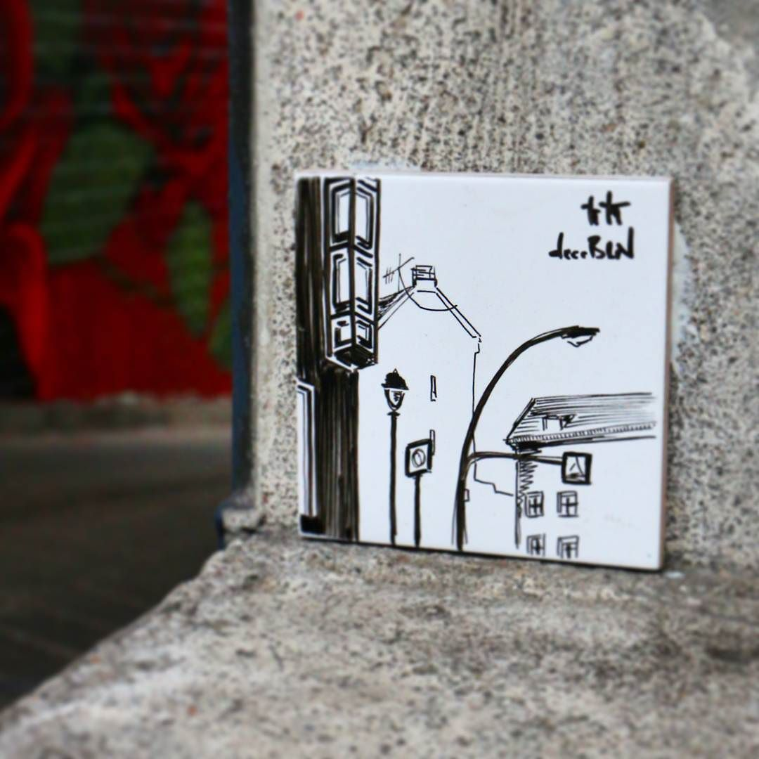 deerbln - bright spot in the shadow! #streetart #urbanart #urbannation #tile #tileart #artforall #OpenGallery #OpenWall #mural #wall #wallporn #wallart #BerlinWalls #berlinstreetart #Berlin #BerlinSchöneberg #Schöneberg artist @deerbln #ChristianRothenhagen #deerbln #brightspot #rayofhope #spot #streetview #pointofview #zoom #berlinstreets shot by #preh by preh.streetart