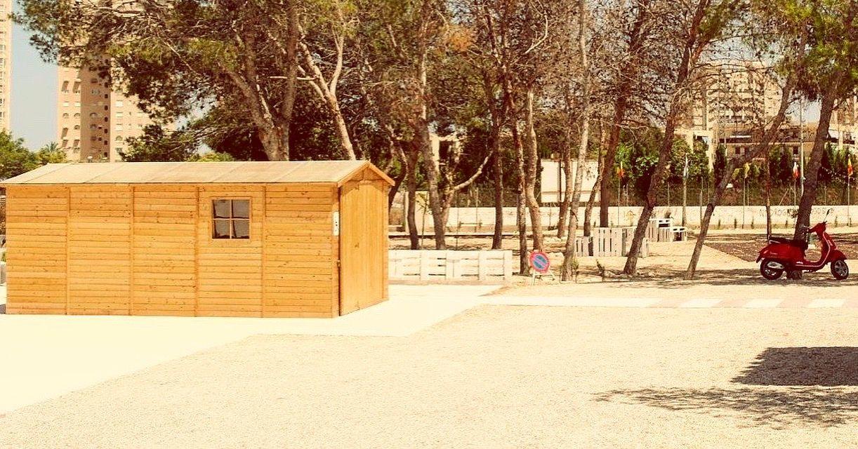 Garaje madera para motos y coches garaje prefabricado for Garaje de coches