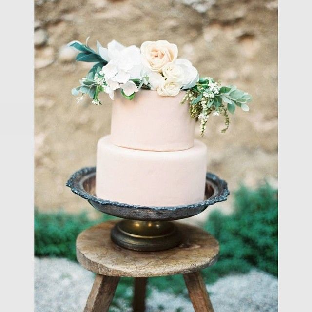 Simple Wedding Cake with Flowers