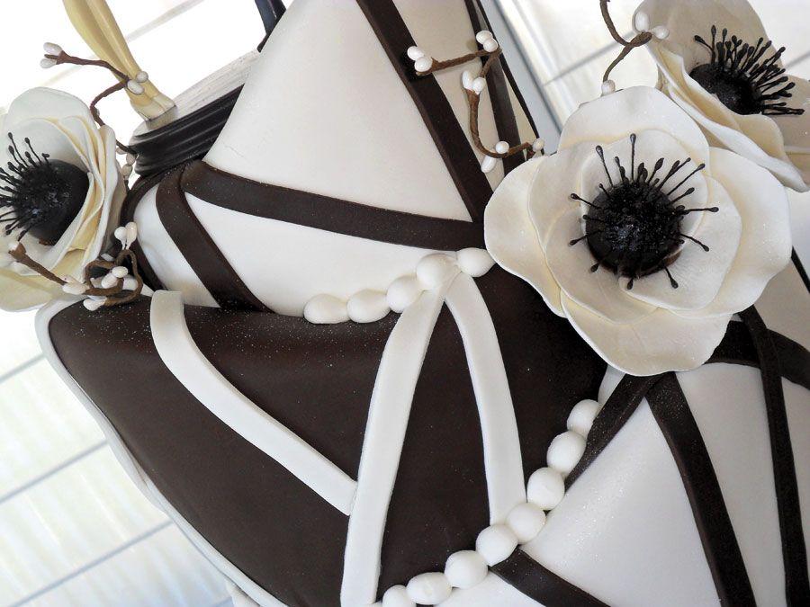 DAVAUS PASTELERÍA  Uno de los principales elementos que componen una boda perfecta es la tarta. Ahora imagínala glamurosa, espectacular, elegante y diseñada sólo para ti. Una obra de arte, una pieza única e irrepetible, como tu boda.    Puedes leer todo el artículo en:  http://www.labodamagazine.es/davaus-pasteleria.2773.lbm