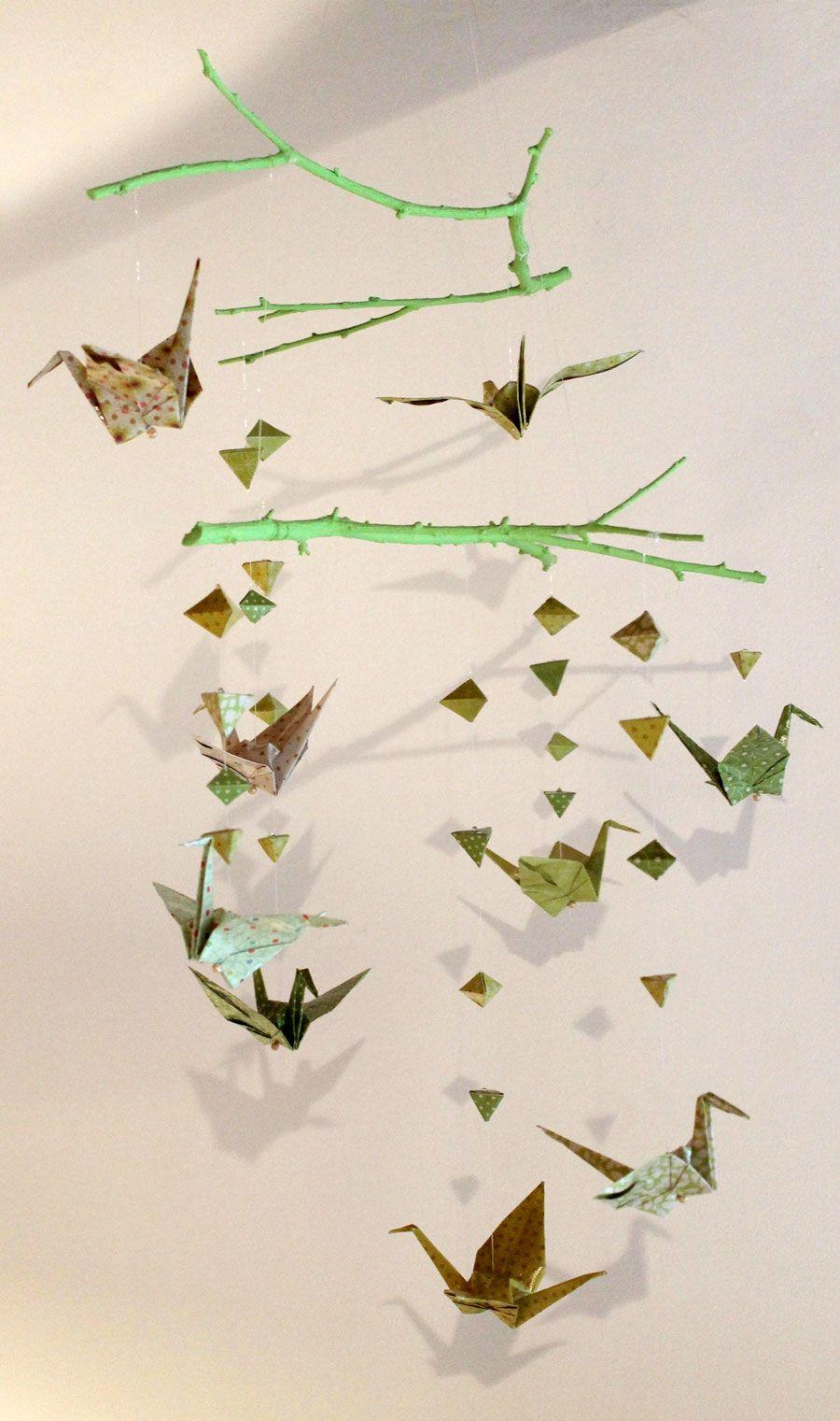 Comment Fabriquer Un Mobile En Bois faire un mobile en papier origami et des branches en bois