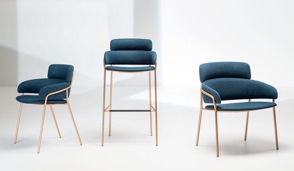 Sgabello con struttura in acciaio cromato o verniciato sedile e