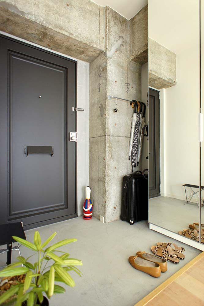 適度にハードさも欲しい という声に答えて玄関の壁面にはモルタル
