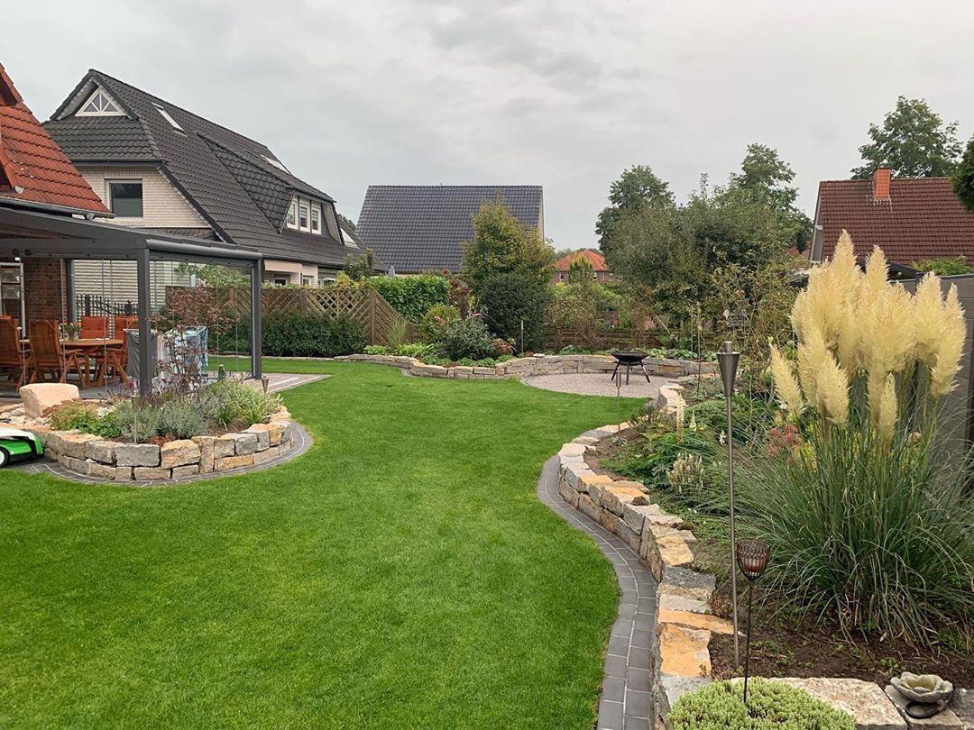 Ihr Traumt Von Einem Garten In Dem Ihr Entspannen Und Eure Familie Und Freunde Empfangen Konnt Wir Helfen Euch Gartenpflege Wasser Im Garten Garten