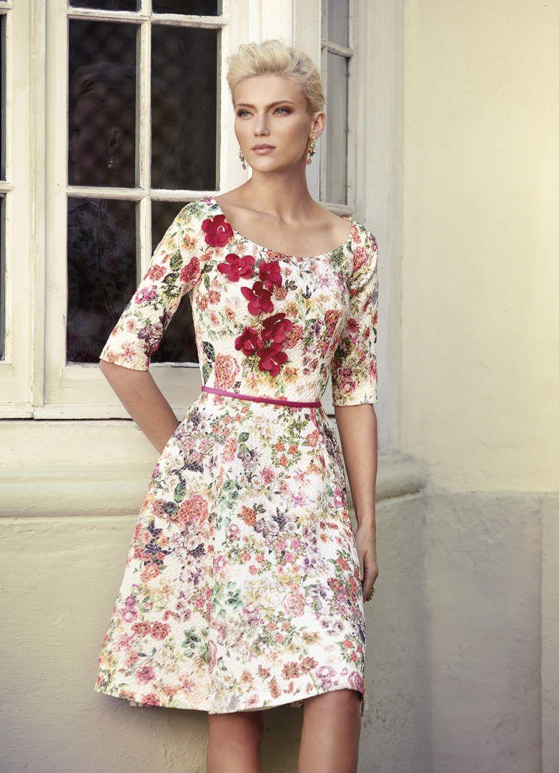 5831fc4139 En la colección de vestidos de fiesta Carla Ruiz 2017