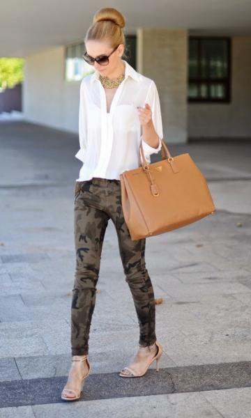 6b293ed1b Look elegante com calça camuflagem