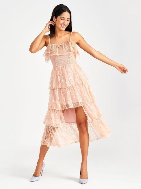 pretty nice f4b1d c4079 Romantico abito in pizzo rosa con balze Rinascimento estate ...