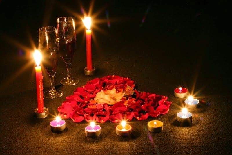Imagenes Para Decorar Camas Y Mesas Romanticas En San Valentin Cena Con Velas Mesas De Cena Románticas Cenas Románticas
