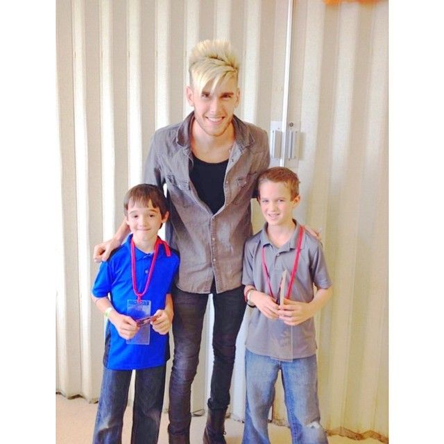 My heart does that pity-pat thing whenever I see pictures of Colton with kids  || #coltondixon credit: coltoff dixoff