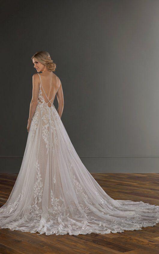 Eindrucksvolles, mit Perlen besticktes Brautkleid