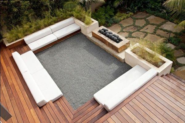 balkon gestaltungsideen sofas im rechteck Gartenterasse - dachterrasse gestalten stadtoase wasserspielen miami
