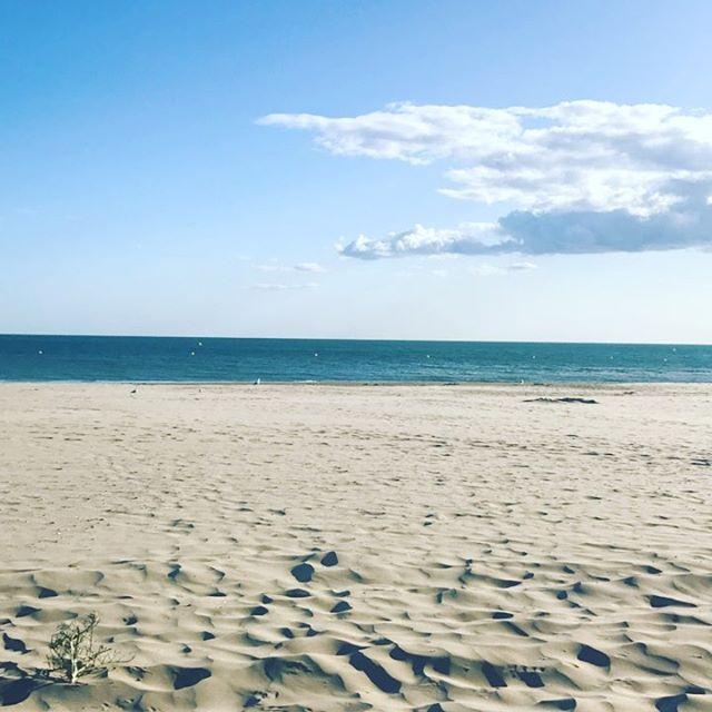 La Grande Motte Fin De Saison Plus Personne Ca Y Est A Mon Tour De Profiter De La Plage Tranquil Plage Beach Sun Soleil Nobodyonbeac Indian Festivals