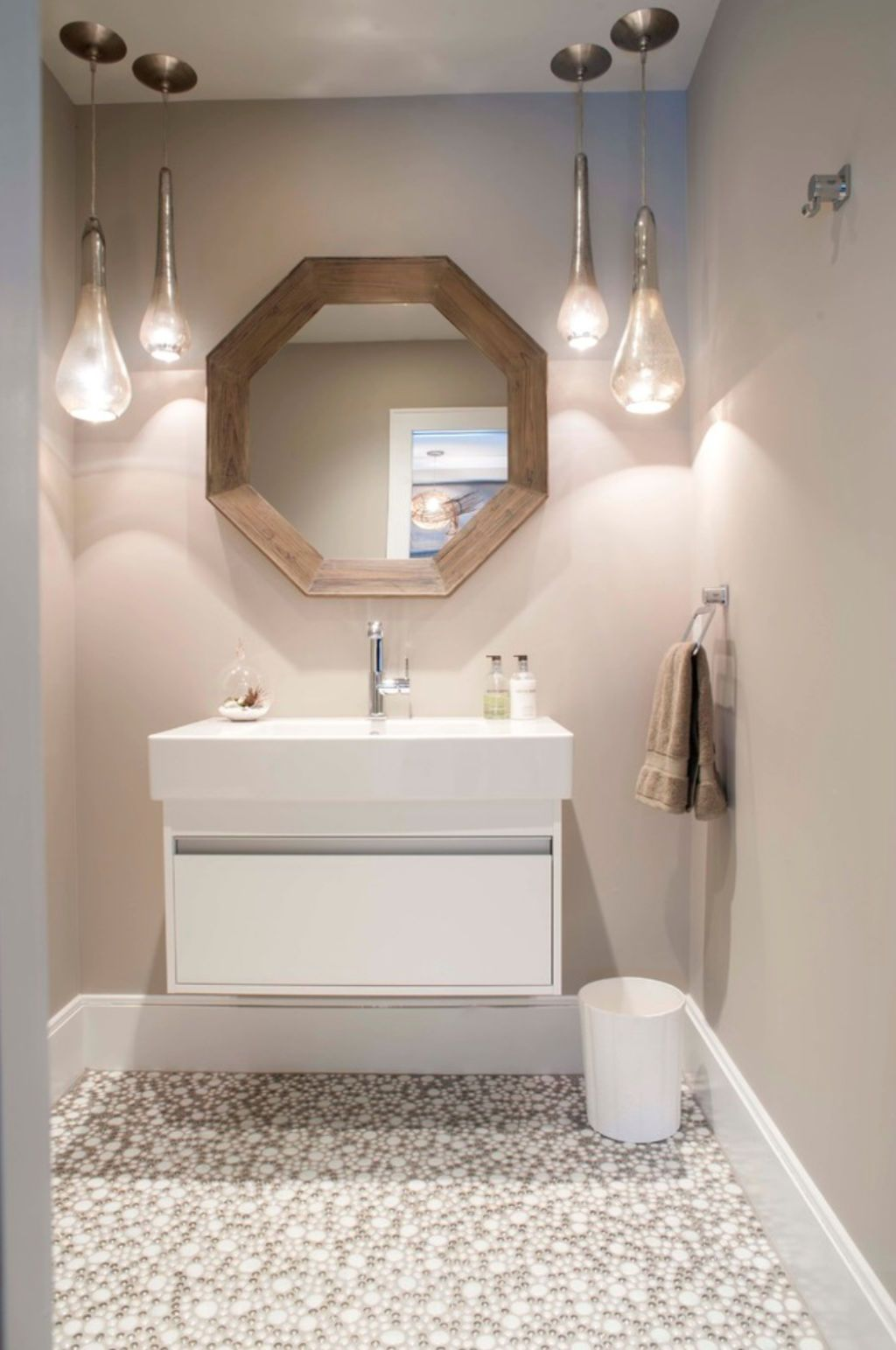 15 Paint Shades We Re In Love With Right Now Bathroom Colors Bathroom Paint Colors Paint Shades