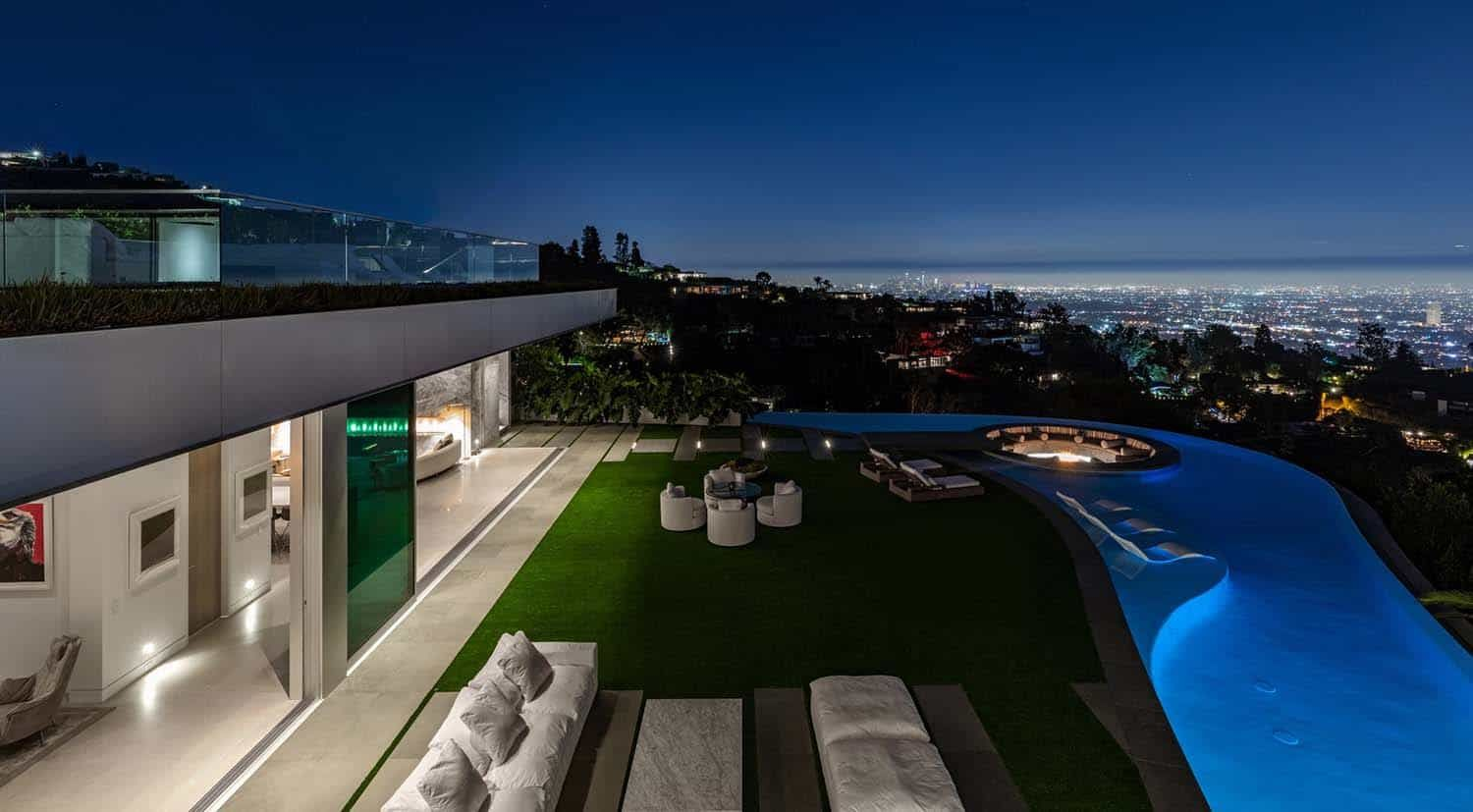 Opulent Modern Home Boasts Jaw Dropping Views Over Los Angeles Modern House House Viewing Los Angeles Homes
